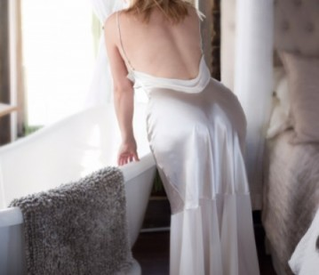 Montreal Escort Yzabelle Wolf Adult Entertainer, Adult Service Provider, Escort and Companion.