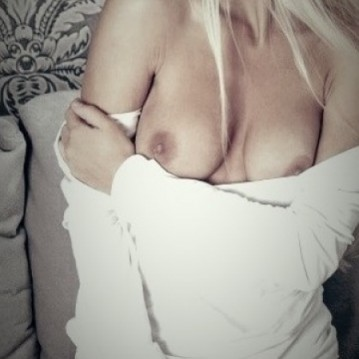 Montreal Escort lajenny Adult Entertainer, Adult Service Provider, Escort and Companion.