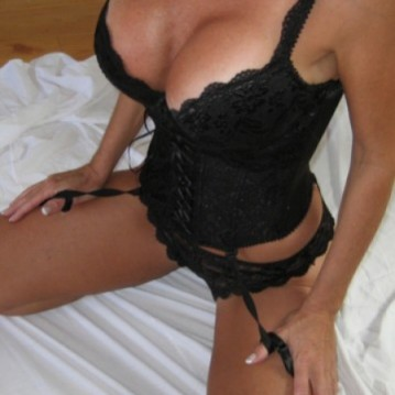 Vancouver Escort Riley Adult Entertainer, Adult Service Provider, Escort and Companion.