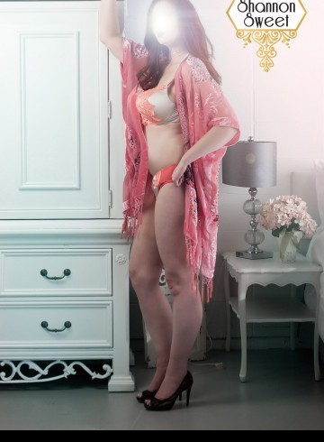 Edmonton Escort Shannon  Sweet Adult Entertainer in Canada, Female Adult Service Provider, Canadian Escort and Companion.