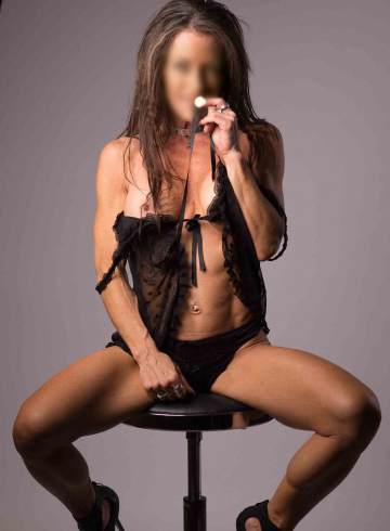 Edmonton Escort Sasha  DeMore Adult Entertainer in Canada, Female Adult Service Provider, Escort and Companion.