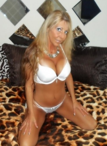 Winnipeg Escort HollyRaye Adult Entertainer in Canada, Female Adult Service Provider, Escort and Companion.