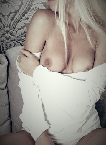 Montreal Escort lajenny Adult Entertainer in Canada, Female Adult Service Provider, Canadian Escort and Companion.