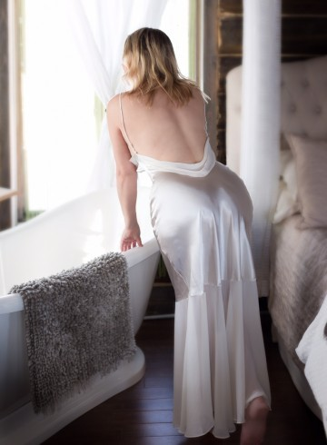 Montreal Escort Yzabelle  Wolf Adult Entertainer in Canada, Female Adult Service Provider, Escort and Companion.
